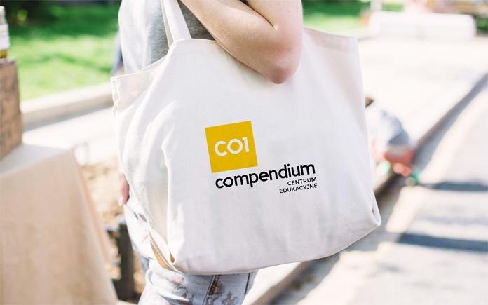 Nowe logo Compendium na torbie