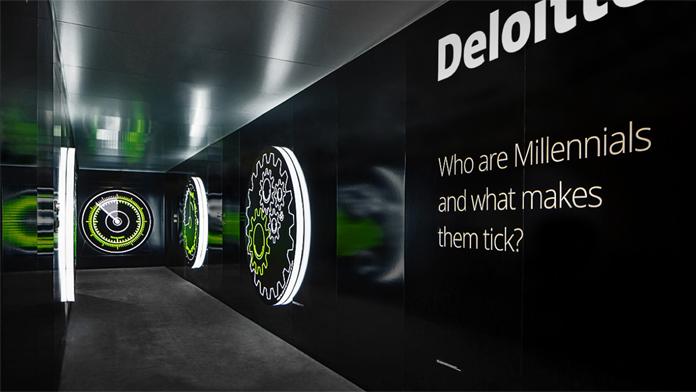 Instalacja nowego logo Deloitte