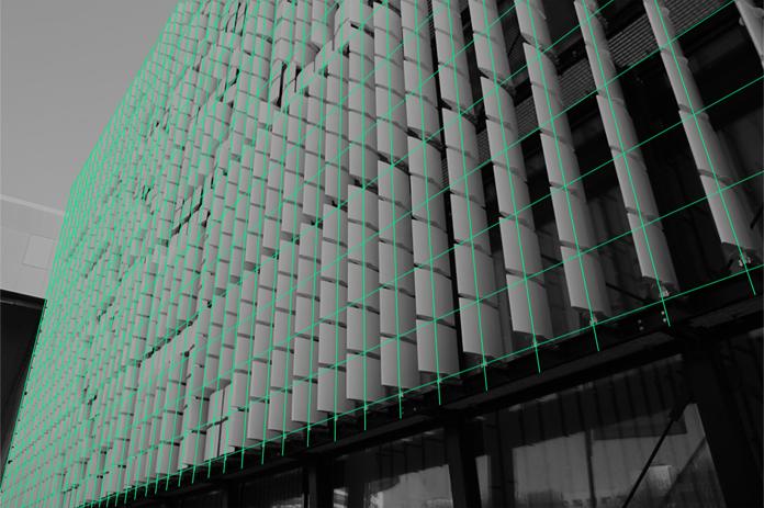 Siatka na budynku DK Kadr