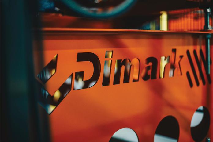 Nowe logo Dimark wycięte w metalu