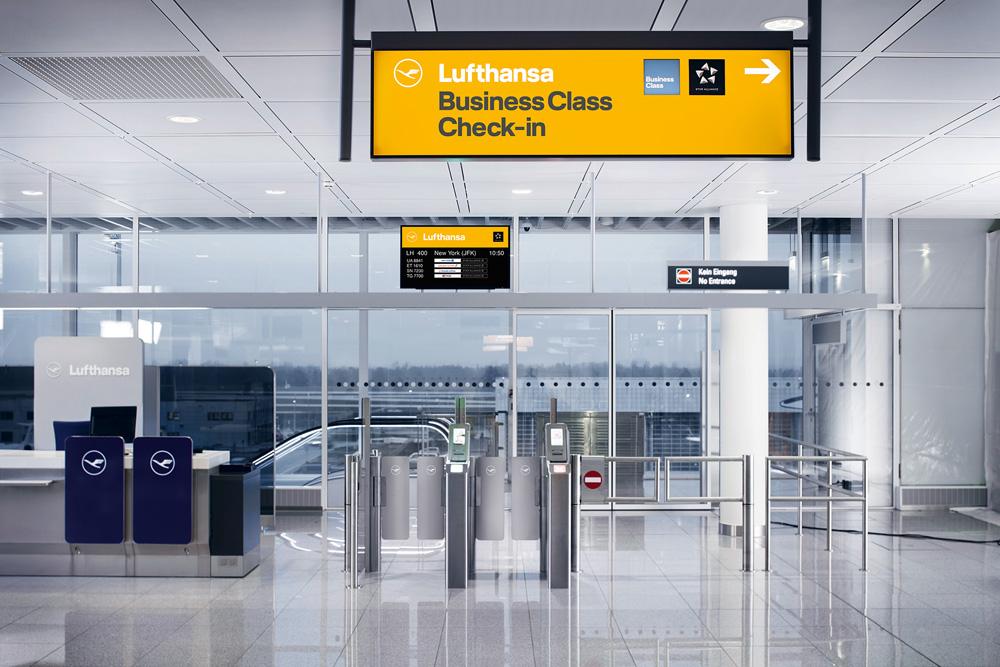 Punkt odprawy w barwach Lufthansa