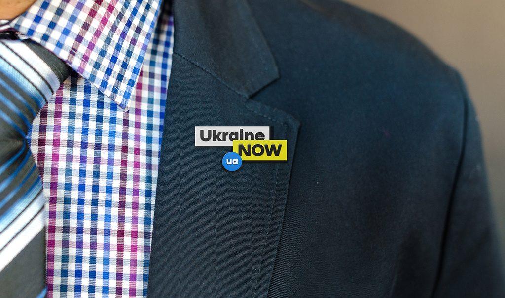 Pin Ukraina - kształt logo