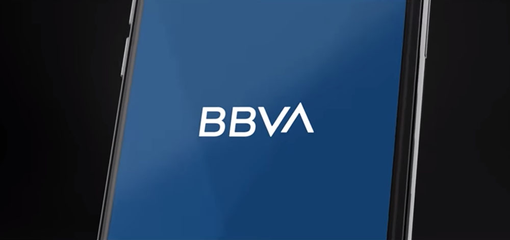 Nowa identyfikacja BBVA - logo na smartfonie